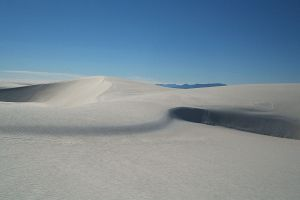 1280px-Dunes_as_White_Sands_NM